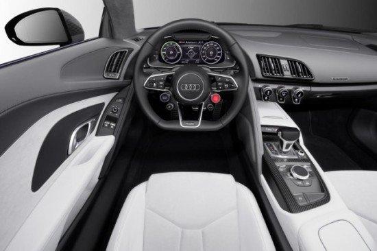 Водительское место в Audi R8 e-tron