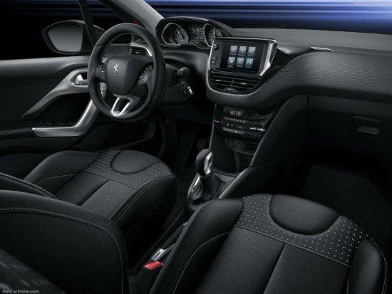 Салон обновлённого Peugeot 208