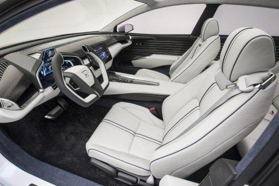 Honda FCV Concept. Передняя часть салона.