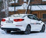 Седан Kia Optima на снегу