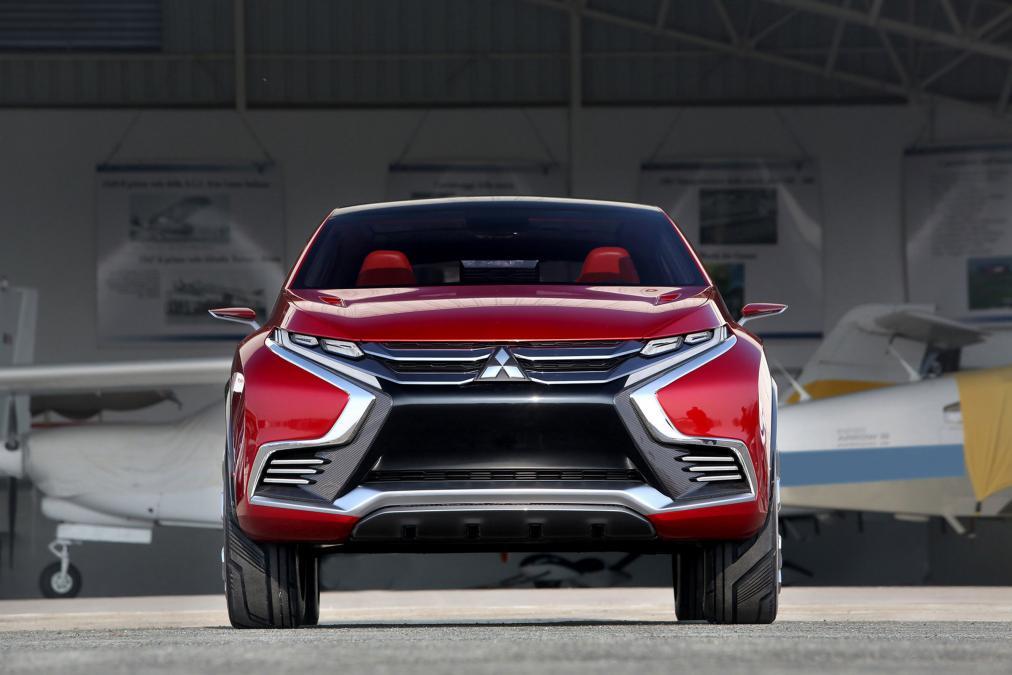 Mitsubishi XR-PHEV II Concept на трассе