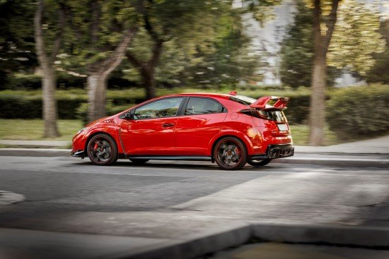 Красная Honda Civic Type R 2015