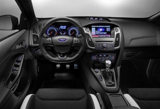 Руль и приборная панель нового Ford Focus RS