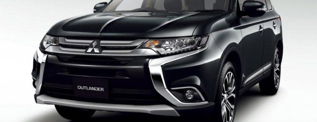 Обновлённый Mitsubishi Outlander 2016 чёрного цвета