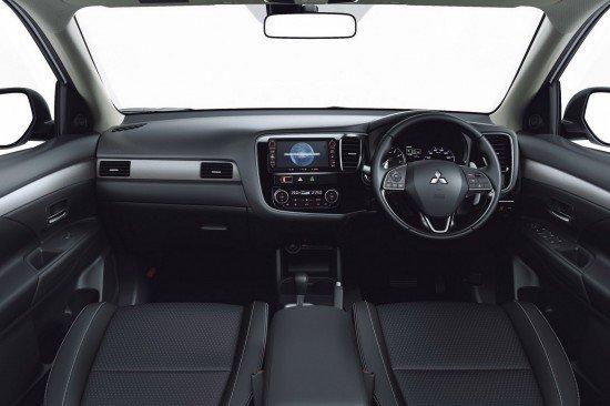 Руль и приборная панель обновлённого Mitsubishi Outlander 2016
