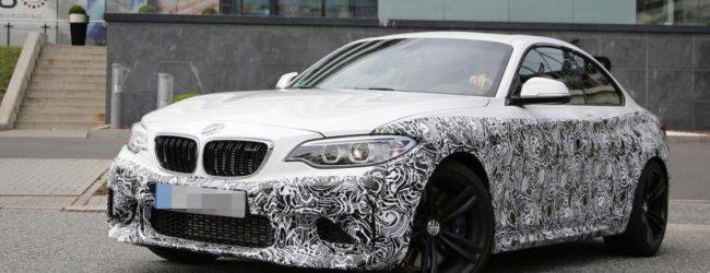 BMW М2 Coupe в камуфляже на тестах, вид спереди
