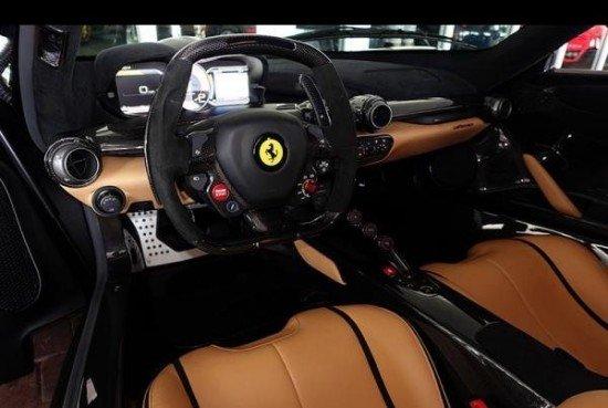 Салон суперкара Ferrari LaFerrari за $5 000 000