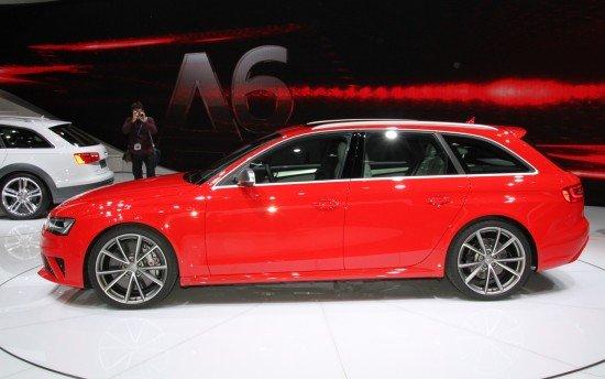 Красный Audi RS4 Avant, вид сбоку