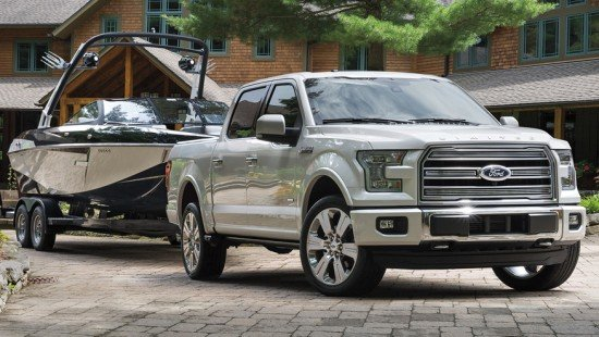 Ford F-150 Limited с прицепом