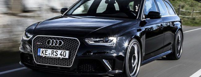 Audi RS4 Avant чёрного цвета на трассе