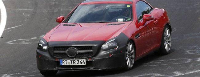 Новый Mercedes-Benz SLC на трассе в Нюрбургринге, вид спереди