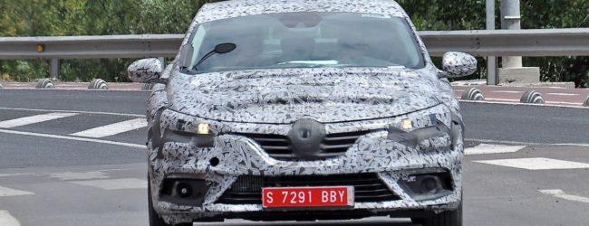 Renault Megane 2016 в камуфляже, вид спереди