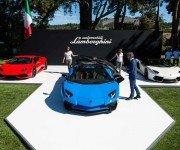 Lamborghini Aventador LP 750-4 Roadster синего цвета, вид спереди