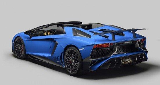 Lamborghini Aventador LP 750-4 Roadster синего цвета, вид сзади
