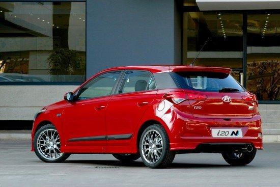 Hyundai i20 N Sport красного цвета, вид сзади