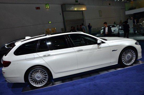 Универсал BMW Alpina D3 Bi-Turbo белого цвета, вид сбоку