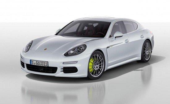 Porsche Panamera S E-Hybrid белого цвета, вид спереди