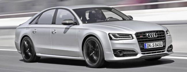 Седан Audi S8 Plus цвета металлик, вид спереди