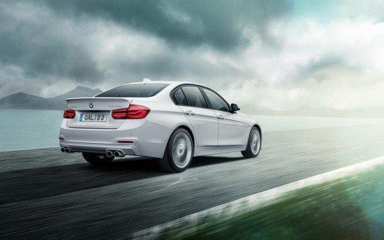 Седан BMW Alpina D3 Bi-Turbo белого цвета, вид сзади