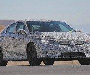 Новый седан Honda Civic 2016 в защитном камуфляже, вид спереди