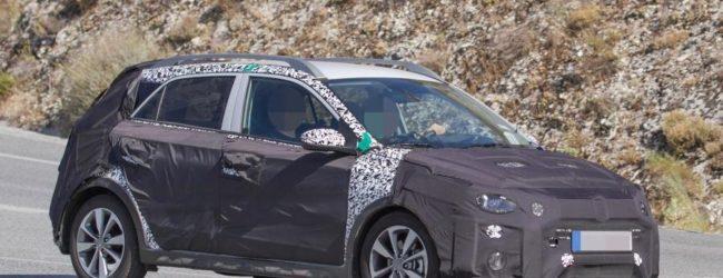 Европейская версия Hyundai i20 Active/Cross в камуфляже, вид сбоку