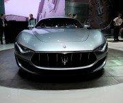 Концепт Maserati Alfieri цвета металлик, вид спереди