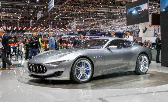 Концепт Maserati Alfieri цвета металлик, вид сбоку