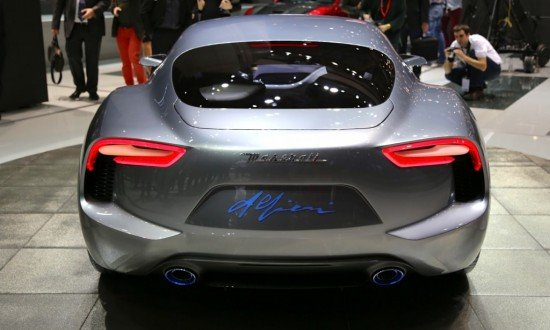 Концепт Maserati Alfieri цвета металлик, вид сзади