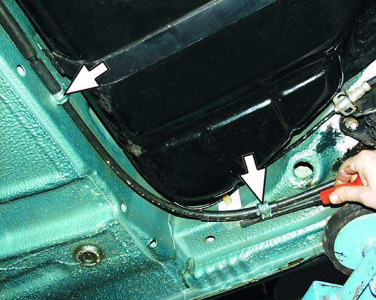 Фото №10 - замена тросика ручника ВАЗ 2110