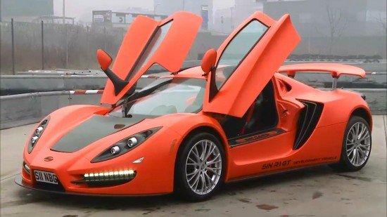Суперкар Sin R1 RS оранжевого цвета, вид спереди