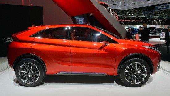Концепт Mitsubishi XR-PHEV II красного цвета, вид сбоку
