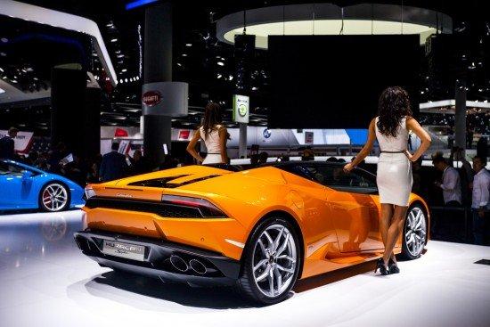 Автошоу во Франкфурте, Lamborghini Huracan Spyder оранжевого цвета, вид сзади