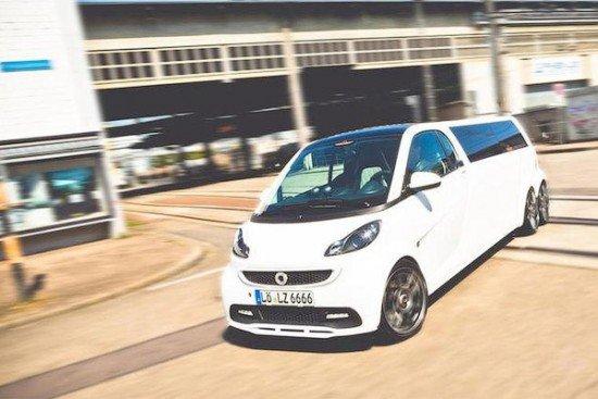 Лимузин Madeforsix белого цвета, вид спереди