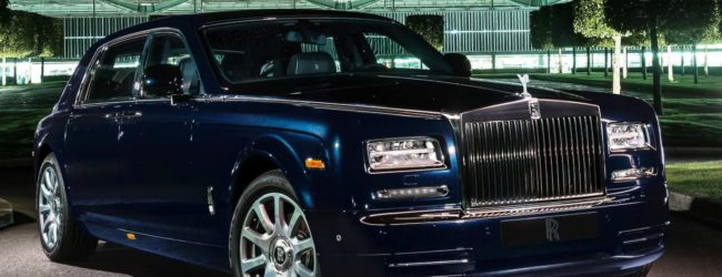 Rolls-Royce Phantom синего цвета, вид спереди