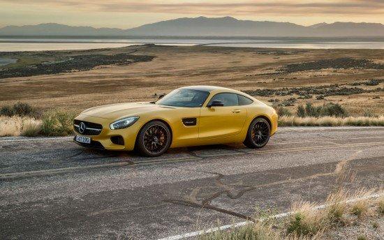 Mercdes-AMG GT жёлтого цвета, вид сбоку