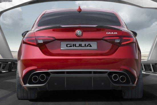 Alfa Romeo Giulia красного цвета, вид сзади