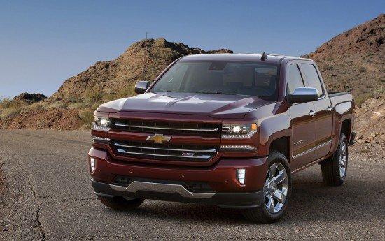 Chevrolet Silverado вишнёвого цвета, вид спереди
