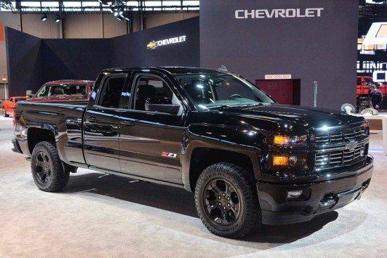 Chevrolet Silverado чёрного цвета, вид сбоку
