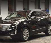Cadillac XT5 чёрного цвета, вид спереди
