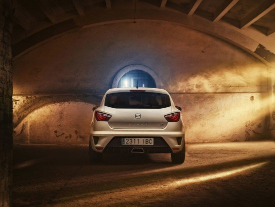 Seat Ibiza Cupra белого цвета, вид сзади