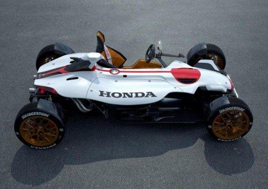 Концепт Honda Project 2&4 белого цвета, вид сбоку