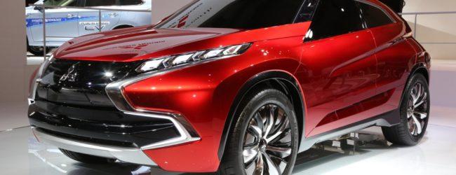 Концепт Mitsubishi XR-PHEV II красного цвета, вид спереди