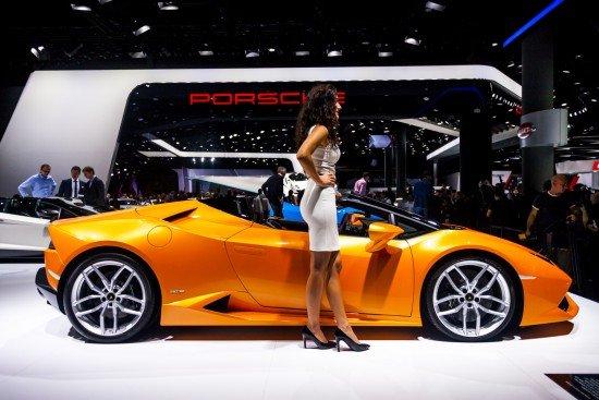 Автошоу во Франкфурте, Lamborghini Huracan Spyder оранжевого цвета, вид сбоку