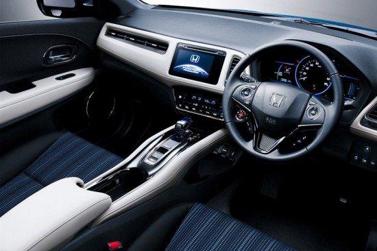 Салон Honda Vezel Style Edition, руль и приборная панель
