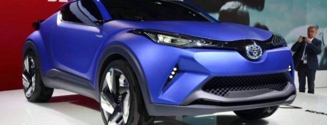 Концепт Toyota C-HR синего цвета, вид спереди
