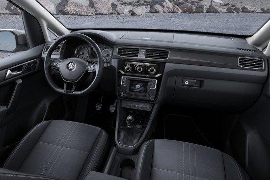 Салон Volkswagen Caddy Alltrack 2016, приборная панель и руль