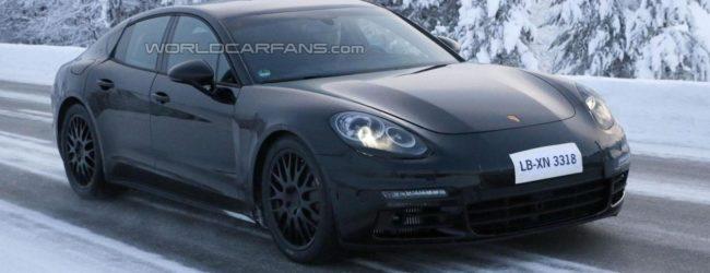Porsche Panamera чёрного цвета, вид спереди
