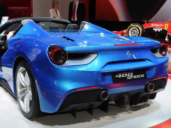 Ferrari 488 Spider синего цвета, вид сзади