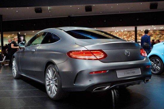 Mercedes-Benz C-Class Coupe цвета металлик, вид сзади
