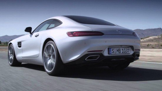 Mercdes-AMG GT белого цвета, вид сзади